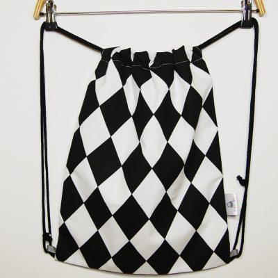 Worek – plecak na buty W czarno-białe romby